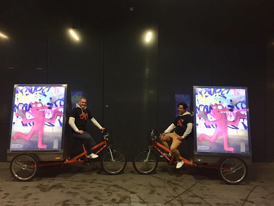 Vélos électriques publicitaires MediaShift pour la campagne de Pimax et de BELAIR FINEART en mode nocturnes