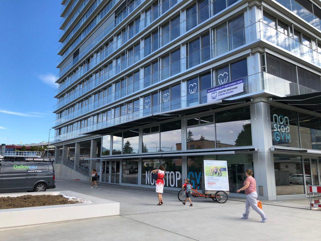 Campagne MediaShift en vélos publicitaires pour le nouveau Centre Dentaire de Chêne-Bourg